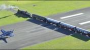 Аэропорт Гисборн — место где взлётную полосу пересекает железная дорога.
