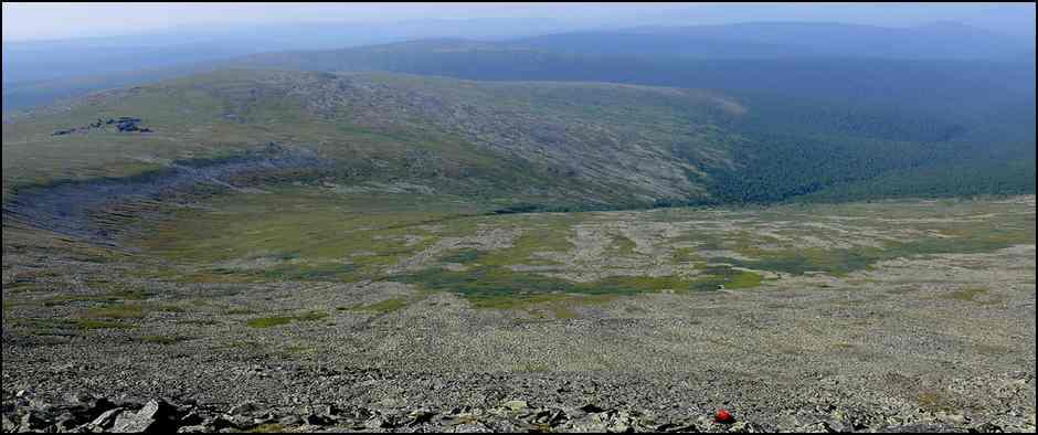 Dolina-pritoka-Tumpi-s-vershinyi-Otortena