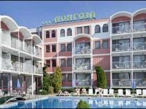 Отель «Longoza 4*» Солнечный берег – Уютный отель с ухоженной зеленой территорией и бассейнами сориентирован на семейный отдых по выгодной цене!