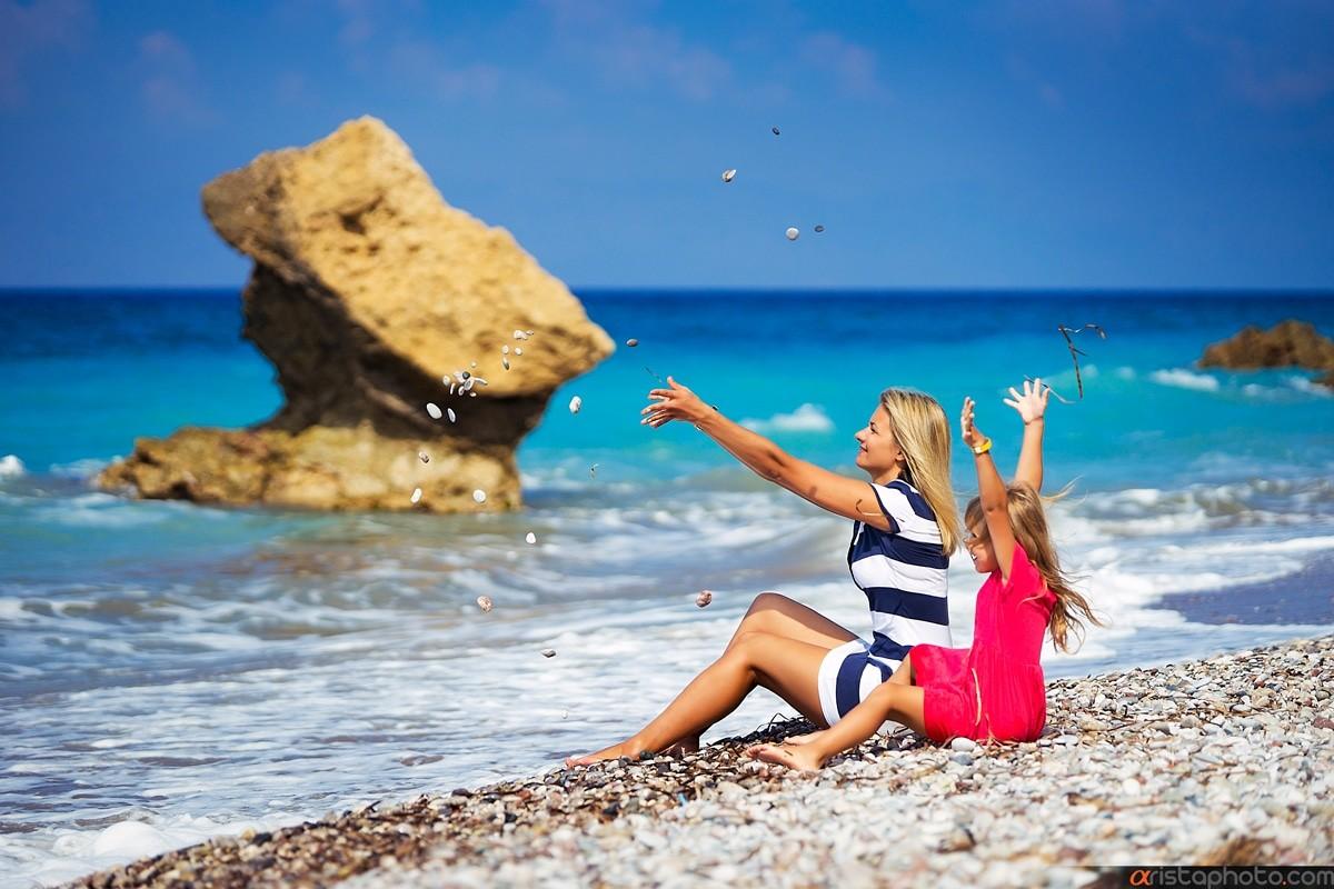 как красивые фото отдыхающих на море узким невысоким